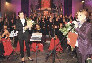 Życzenia z okazji jubileuszu składali m.in. starosta wejherowski Gabriela Lisius, zastępca prezydenta Wejherowa, były członek chóru - Arkadiusz Kraszkiewicz, dyrektor WCK Jolanta Rożyńska (na zdjęciu) i dyrektor Muzeum PiMK-P Tomasz Fopke.