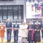 W uroczystości otwarcia hali sportowej 3 września udział wzięli przedstawiciele rządu, władz wojewódzkich i powiatowych. Tradycyjną wstegę przecinali też m.in. uczniowie i dyrektor szkoły.