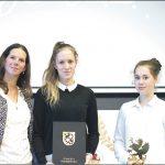 Siostry Katarzyna i Magdalena Płotka (na zdjęciu po prawej) fenomenalnie grają w tenisa stołowego.
