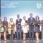 Nauczyciele, którzy otrzymali Nagrodę Starosty Wejherowskiego. Fot. Starostwo