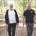 Prezydent Krzysztof Hildebrandt stara się regularnie trenować, jest w dobrej kondycji i formie - mówi Olgierd Bojke (po prawej), trener, instruktor, prezes Polskiej Federacji Nordic Walking.