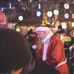Prezydent Krzysztof Hildebrandt co roku wciela się w rolę Świętego Mikołaja, wywołując uśmiech na buziach dzieci. Fot. Urząd Miejski