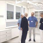 Nowe sale, gabinety i pozostałe pomieszczenia Oddziału Otolaryngologii oglądali ordynatorzy i lekarze innych oddziałów Szpitala Specjalistcyznegow Wejherowie.