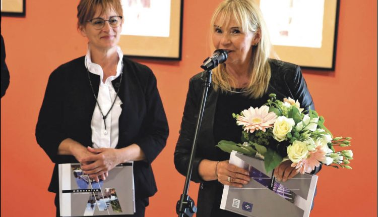 Od lewej: dyrektor WCK Jolanta Rożyńska oraz instruktor i choreograf - Elżbieta Czeszejko.