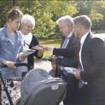 O ZDROWIU I SENIORACH Senator Kazimierz KLEINA zainteresował mieszkańców swoim programem dla zdrowia i seniorów: aktywne życie, zdrowe życie, godne życie.