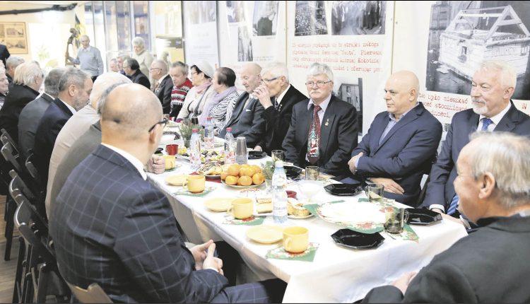 """Spotkanie opłatkowe w Stowarzyszeniu """"Wspólnota Pokoleń"""". Fot. Urząd Miejski"""
