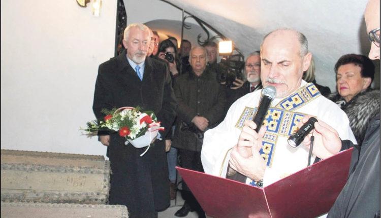 Modlitwa za założyciela miasta w krypcie kościoła klasztornego św. Anny. Fot. Urząd Miejski