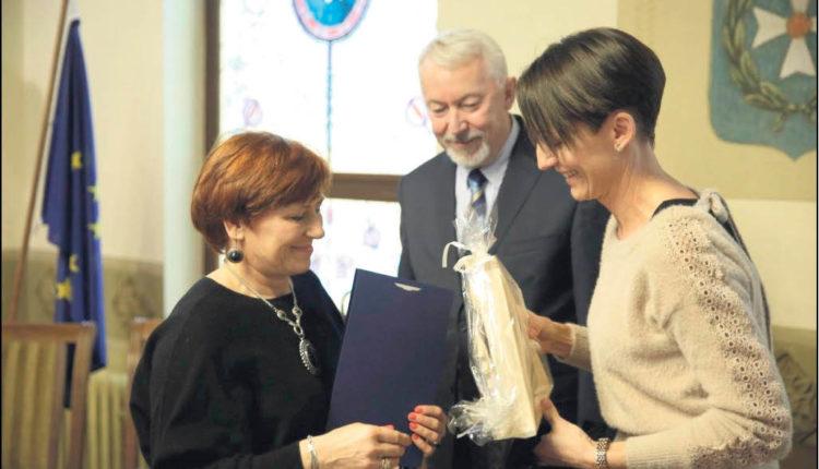 Nagrody wręczali mieszkańcom prezydent Wejherowa i jego zastępca. Fot. Urząd Miejski