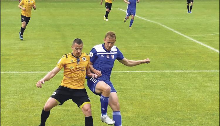 Na zdjęciach: mecz Gryfa z Pogonią Siedlce na Wzgórzu Wolności w Wejherowie. Fot. Leszek Spigarski
