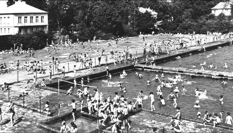 Więcej archiwalnych zdjęć z wejherowskiego basenu w 1939 roku oraz w okresie powojennym można zobaczyć na stronie miasta: http://www.wejherowo.pl/artykuly/nowe-mozliwosci-wypoczynku-i-spedzania-czasu-dla-wszystkich-mieszkancow-a7717.html